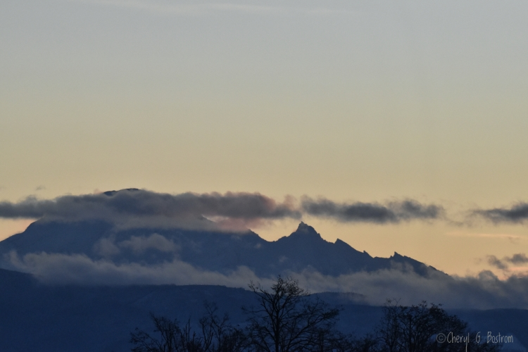 Cloud-layer-along-Mt-Baker-resembles-quilt-batting