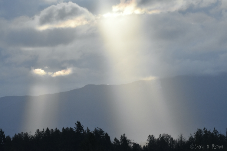 Sunbeams-through-clouds