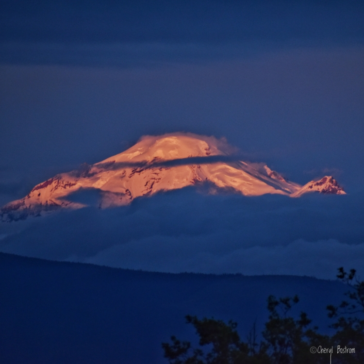 Mt-Baker-alpenglow-at-twilight
