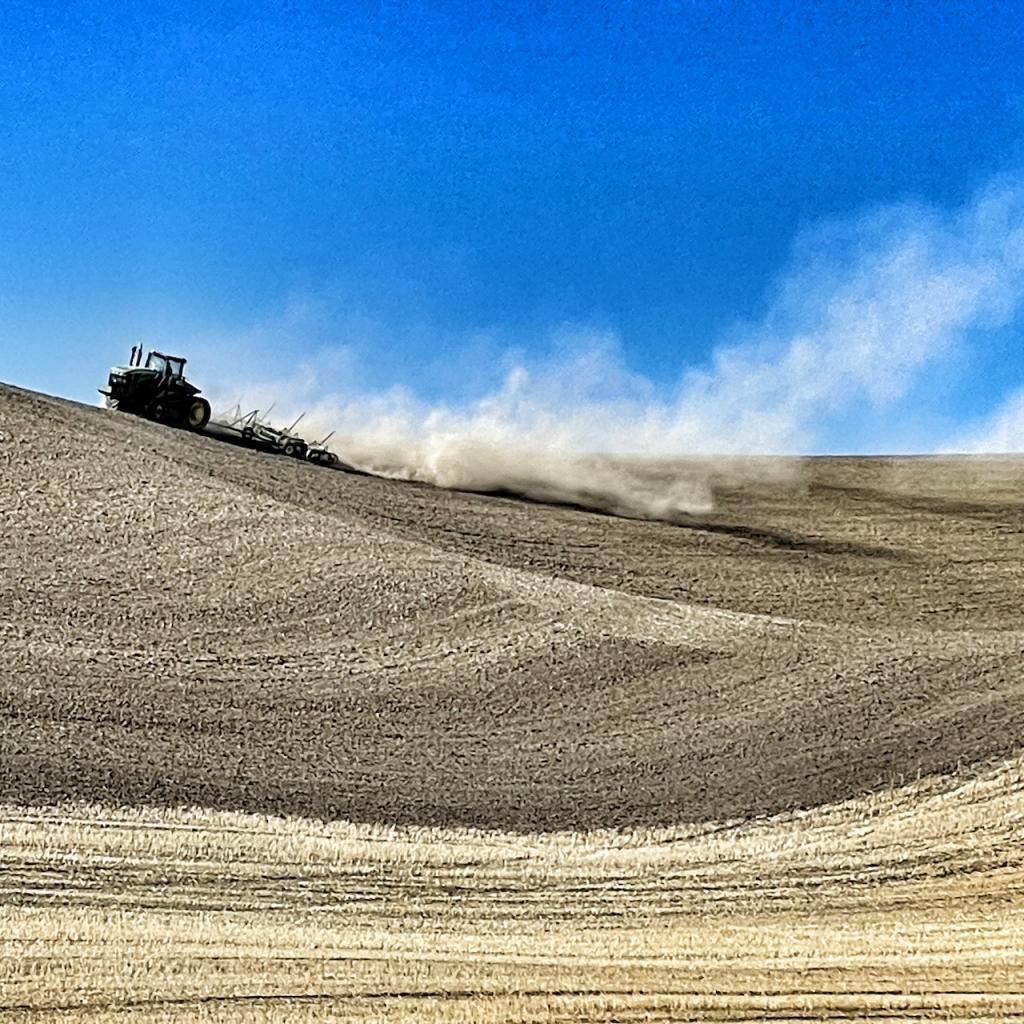 tractor-raises-dust-palouse-wheat-field